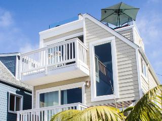 Luv Surf Luxury Home with Ocean View Roof Top Deck - Pacific Beach vacation rentals