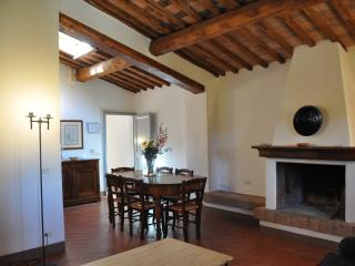 Cozy 3 bedroom Farmhouse Barn in Asciano - Asciano vacation rentals