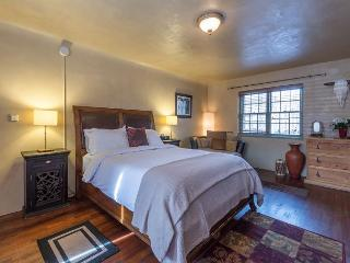 Casita Bonita - Luxury studio just a short walk to the Plaza and Canyon Rd - Santa Fe vacation rentals