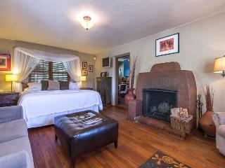 Casita Flores - Luxury studio fireplace suite - walk to the Plaza & Canyon Rd - Santa Fe vacation rentals