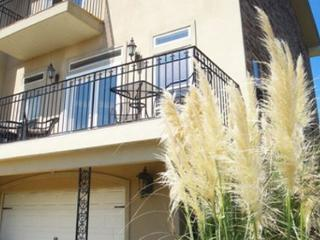 Beautiful 2 bedroom / 2-1/2 bath Townhouse just steps to the beach! - Long Beach vacation rentals