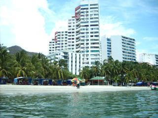 2 Berdroom apt, in front of the beach, El Rodadero - Magdalena vacation rentals