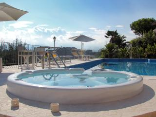 Esclusivo Appartamento In Villa Con Piscina E Panorama Spettacolare - Abruzzo vacation rentals