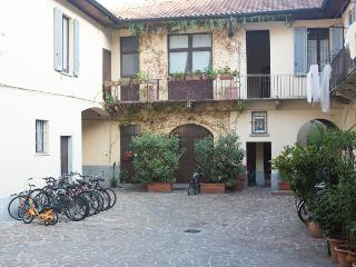 Homy Apartments via Altaguardia - Milan vacation rentals
