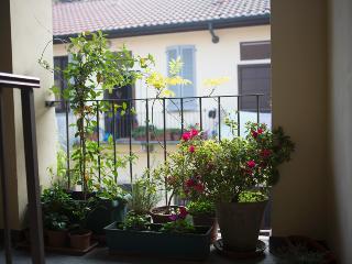 Homy Apartment via Altaguardia - Milan vacation rentals