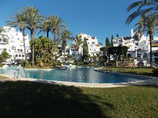 Five Bedroom Town House in fantastic location near Puerto Banus - Nueva Andalucia vacation rentals