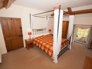 Lovely 2 bedroom Cottage in Pontardawe with Internet Access - Pontardawe vacation rentals
