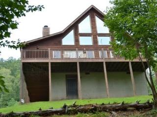 Quiet Waters is a beautiful lakefront vacation cabin on Norris Lake at Lone Mountain Shores. - New Tazewell vacation rentals