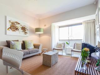 2 Bed flat, 15 min walk to Camps Bay beach - Camps Bay vacation rentals