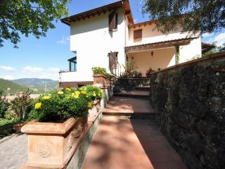 Charming Apartment with Dishwasher and Kettle - Luco Mugello vacation rentals