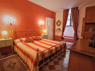 Quintani Luna - central apartment - Cortona vacation rentals