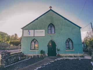 Cozy 2 bedroom Llwyngwril Converted chapel with Internet Access - Llwyngwril vacation rentals