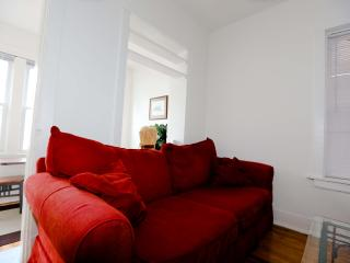 Amazing 2br In Heart of Bucktown - Chicago vacation rentals