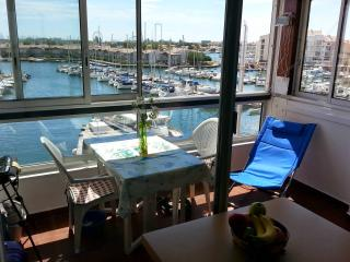 APPARTEMENT BELLE VUE PANORAMIQUE  FACE AU PORT - Cap-d'Agde vacation rentals