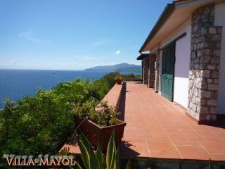 Villa Mayol. Der Traum über dem Meer. Whirlpool - Innamorata vacation rentals