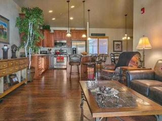 Perfect 3 bedroom Sandy House with Internet Access - Sandy vacation rentals