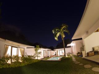 Ombak Villa, 5 Bedroom Tropical Garden, 5 Min to Balangan Beach - Jimbaran vacation rentals