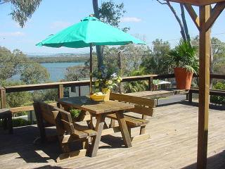 Cozy 2 bedroom Forster Cottage with Deck - Forster vacation rentals