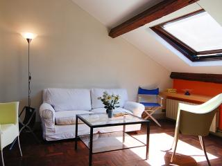 Bright 1bdr attic apt in Milan - Milan vacation rentals