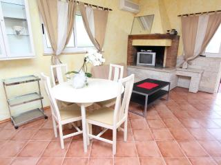 PORETTI One-Bedroom Apartment 1 (donji) - Rovinj vacation rentals