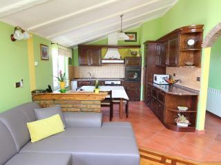 Cozy 2 bedroom Rovinj Apartment with Internet Access - Rovinj vacation rentals