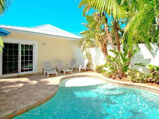 Charming Villa with Internet Access and A/C - Holmes Beach vacation rentals