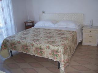 Cozy 3 bedroom Torre Melissa Bed and Breakfast with Internet Access - Torre Melissa vacation rentals