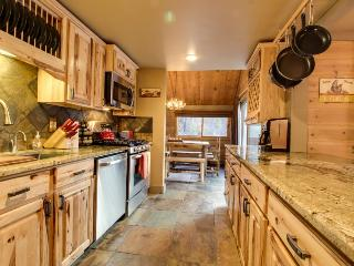Rustic-chic, recently remodeled cabin with private hot tub plus SHARC passes - Sunriver vacation rentals