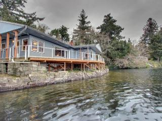 Lakefront, dog-friendly home with private dock and deck! - Florence vacation rentals