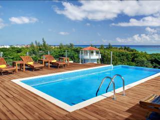 La Vista 1 block from Mamitas beach , Super Deal - Playa del Carmen vacation rentals