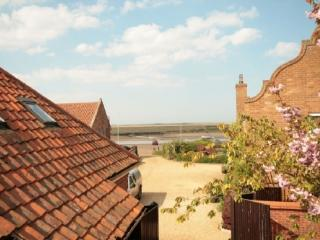 1 bedroom Cottage with Parking in Burnham Overy Staithe - Burnham Overy Staithe vacation rentals