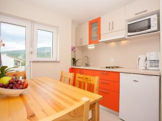 Two bedroom apartment for 4+2 persons - Jadranovo vacation rentals