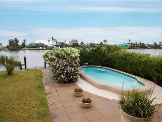 Canal, Fisherman's Paradise! Heated Pool, Boat Dock, Pier, Bay Access, Garage - Tiki Island vacation rentals