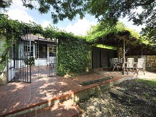 3BR/2BA Inviting Retreat off South Congress, Downtown Austin, Sleeps 10 - Austin vacation rentals