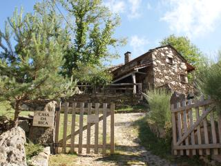 Charming 2 bedroom Melgaco Cottage with Television - Melgaco vacation rentals