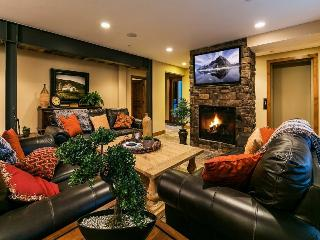 Park City Epic Lodge 6 -Walk to America's Largest Ski Resort-Located in the Historic District-Two Large Living Areas, Private Hot Tub + Sauna, Gourmet Alpine Kitchen, Free High Speed Wi-Fi, Ample Parking and 6 Bedrooms-6.5 baths - Park City vacation rentals