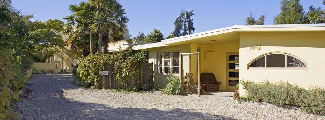 Camelot Cottage | Sleeps 4 | from $200 - Nelson vacation rentals