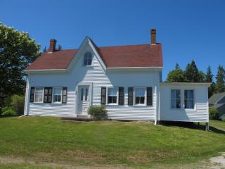 Charming 3 bedroom Owls Head House with Internet Access - Owls Head vacation rentals