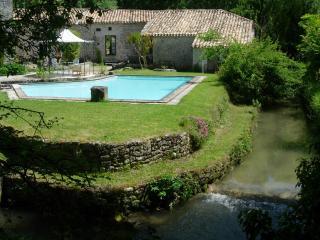 1 bedroom Gite with Deck in Montaigu-de-Quercy - Montaigu-de-Quercy vacation rentals