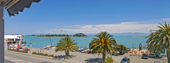 Waterfront Escape   Sleeps 5   from $195 - Nelson-Tasman Region vacation rentals