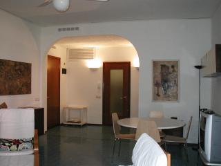 APPARTAMENTO CADORNA A 150 METRI DALLA SPIAGGIA - Milano Marittima vacation rentals