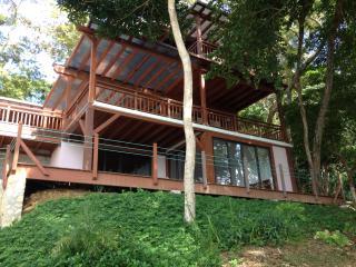 Beautiful Condo with Deck and Internet Access - Isla Saboga vacation rentals
