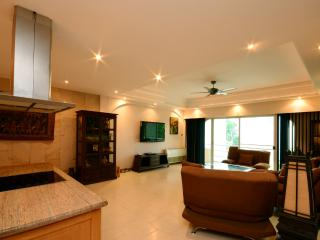 Luxury Condo 2 Bed 100m from beach - Pattaya vacation rentals