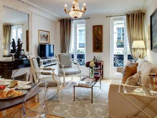 Chic Apartment Palais Royal G102008 Ideally Located in the Heart of Paris - 1st Arrondissement Louvre vacation rentals