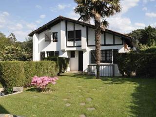 Joli Maison Basque avec piscine au cœur de Chibert - Anglet vacation rentals