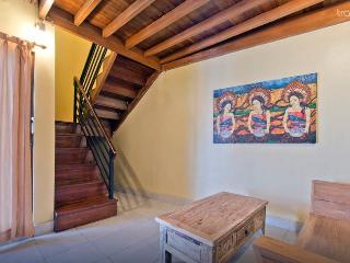 Kuta Villa, 3 queen, 2 BR 2 bth private w/kitchen- - Kuta vacation rentals