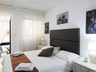 Romantic Room with Teracce just 2min from the Sea - Naxxar vacation rentals
