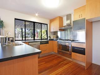 Holiday house 7min from beach with sea views - Buderim vacation rentals