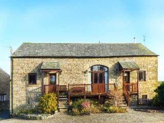 SYCAMORE BARN, beautiful, rural setting, spacious accommodation, woodburner, WiFi, near Maulds Meaburn, Ref 917143 - Askham vacation rentals