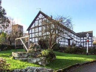 MAY COTTAGE, black and white timbered, WiFi, woodburning stove, garden with furniture, great walking base, in Eardisley, Ref 916 - Eardisley vacation rentals